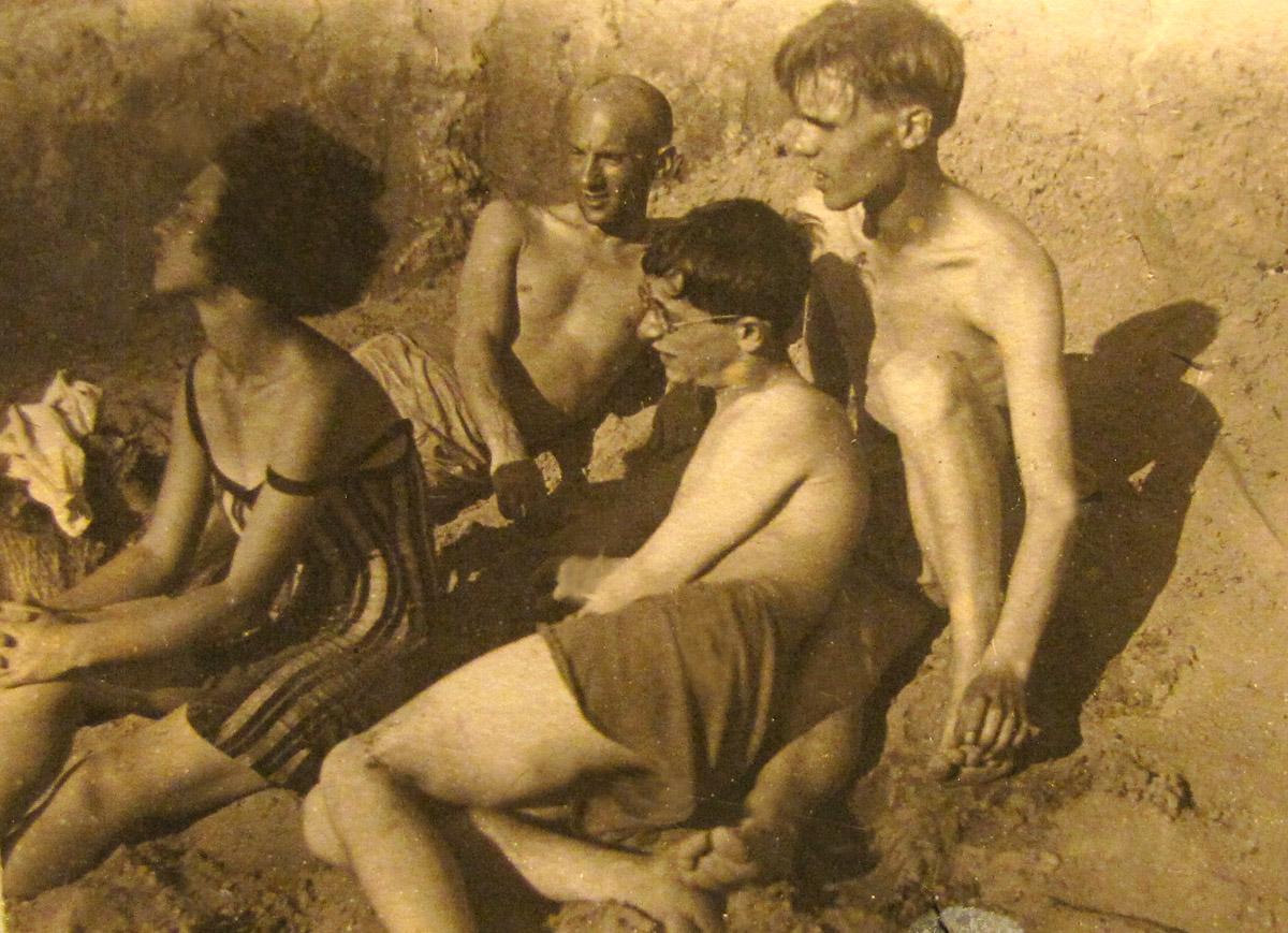 ELENA-MICHAEL-1920-s-05
