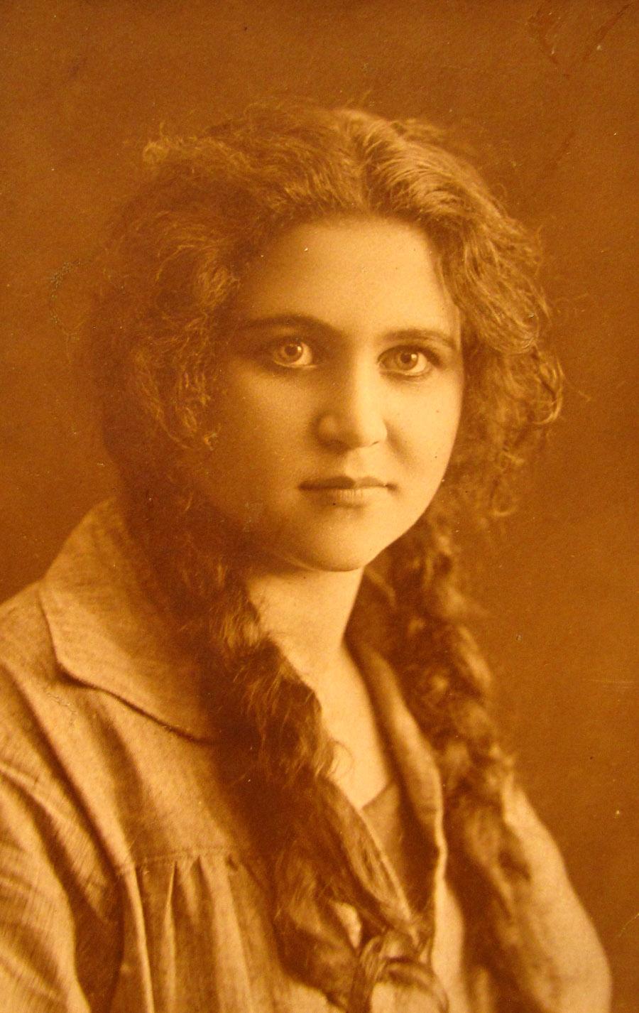 ELENA-1920-s-02