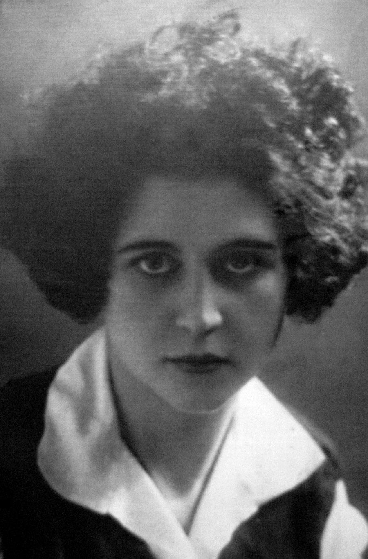 ELENA-1920-s-03