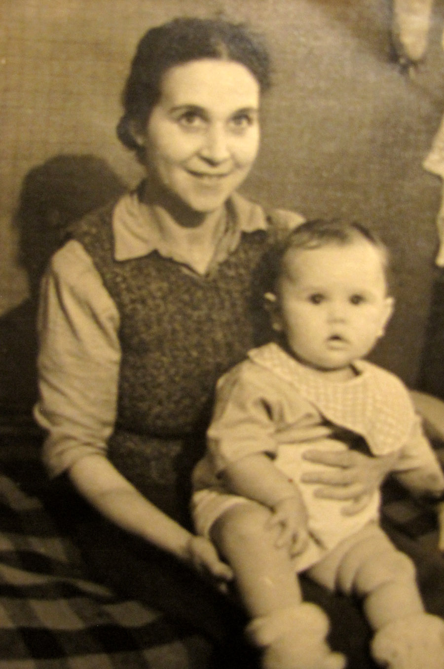ELENA-TANYA-1940-s-03