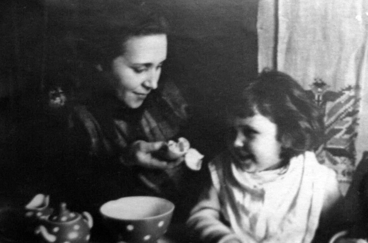 ELENA-TANYA-1940-s-05