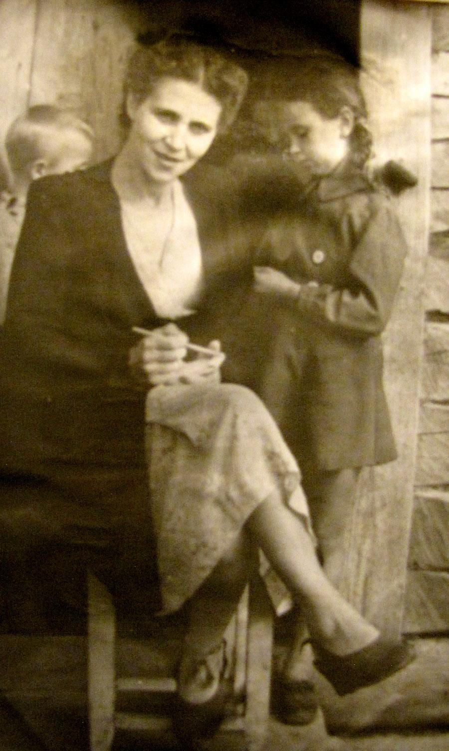 ELENA-TANYA-1940-s-08